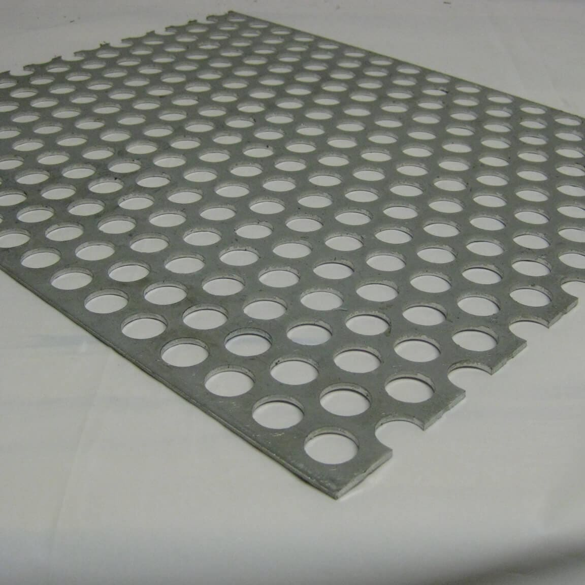 "Perforated Metal Aluminum Sheet .125 1//8/"" Gauge 12/"" x 24/"" 1//4/"" hole 3//8/"" stagger"